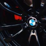 BMW či FIAT. Ako vznikli názvy známych značiek aut?